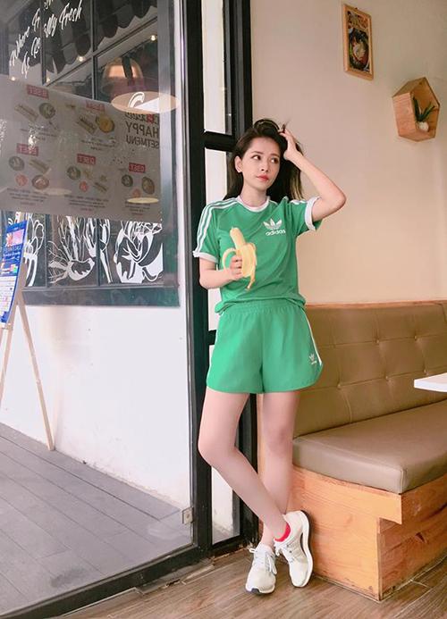 street-style-mat-me-khoe-dang-cua-sao-hot-girl-viet-tuan-qua-4