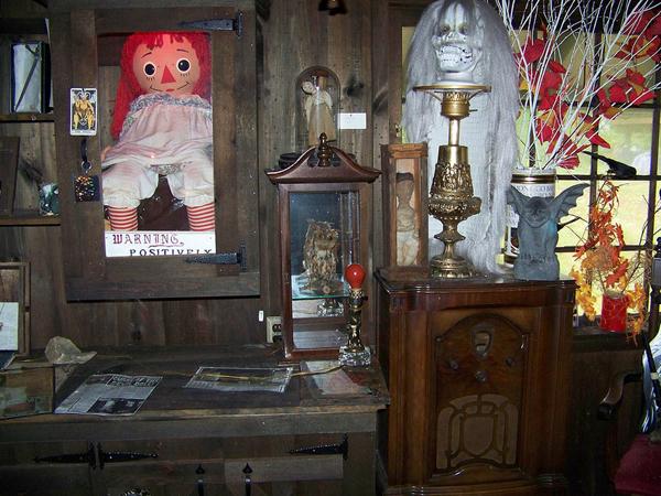 Annabelle tại bảo tàng Ocult Warren ở Monroe, Connecticut.