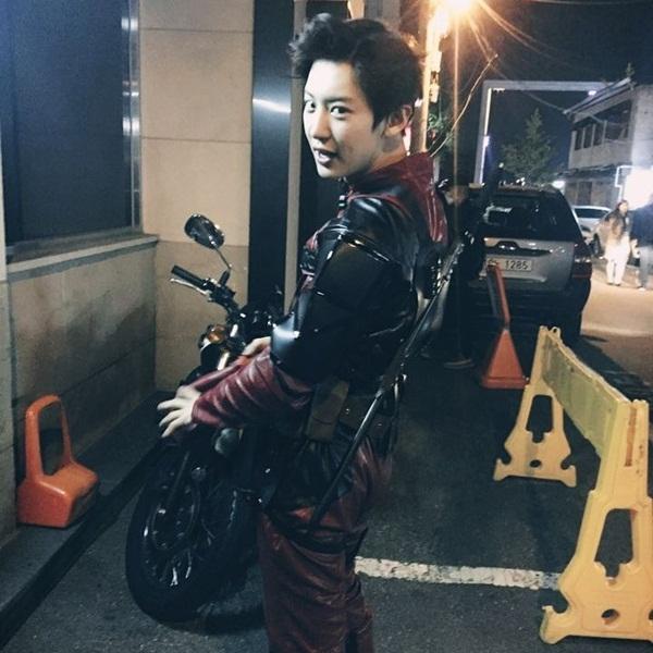 sao-han-1-8-lee-jong-suk-than-thiet-ben-suzy-park-shin-hye-dep-sac-lanh-3
