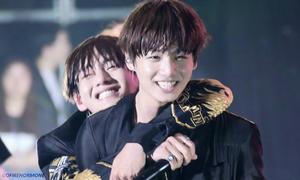 'Em út vàng' Jung Kook vẫn được BTS đối xử như em bé dù đã 20 tuổi