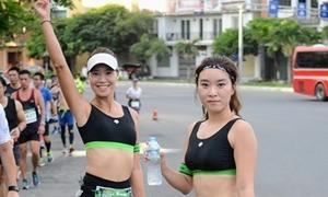 Thiếu nữ Đà Nẵng xuống đường thi chạy marathon