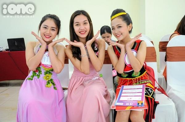 girl-xinh-mien-trung-dua-nhau-khoe-tai-sac-tai-miss-teen-2017