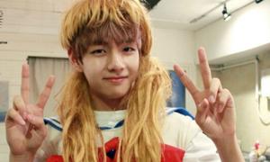 Những khoảnh khắc BTS 'lầy lội' giả gái