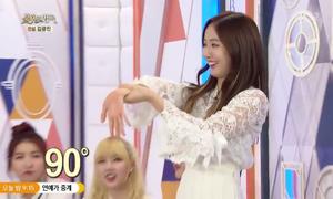 4 idol nữ Kpop gây ngạc nhiên với trò xoay tay 360 độ