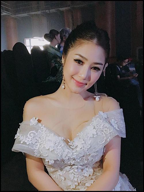 sao-viet-10-8-ngoc-trinh-photoshop-nuoc-mat-ngo-thanh-van-cat-phang-toc-dai-1
