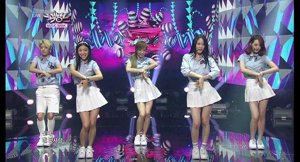 4-girlgroup-mac-do-dien-nu-sinh-xinh-tuoi-nhat-kbiz-6