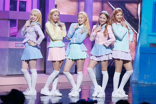 4-girlgroup-mac-do-dien-nu-sinh-xinh-tuoi-nhat-kbiz