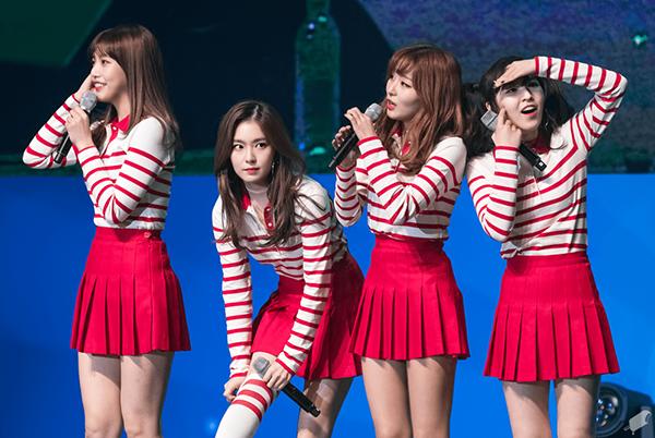 4-girlgroup-mac-do-dien-nu-sinh-xinh-tuoi-nhat-kbiz-2
