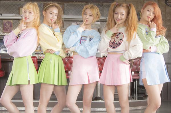 4-girlgroup-mac-do-dien-nu-sinh-xinh-tuoi-nhat-kbiz-1