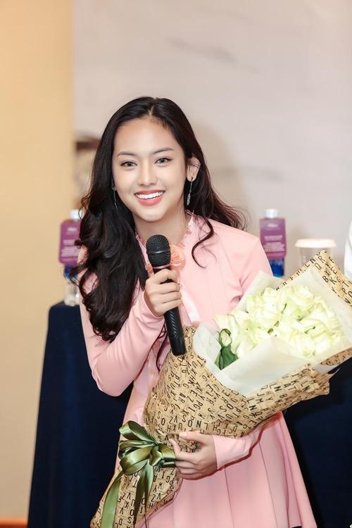 hot-girl-thuy-vi-xinh-dep-di-dong-phim-sau-loat-scandal-6