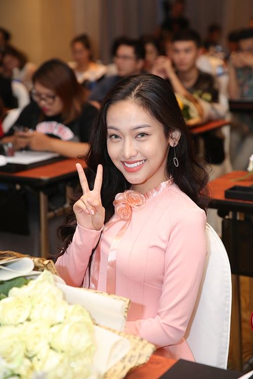 hot-girl-thuy-vi-xinh-dep-di-dong-phim-sau-loat-scandal-5