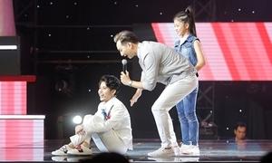 Vũ Cát Tường ngồi gục ôm Soobin Hoàng Sơn vì hụt thí sinh 'tiểu diva'