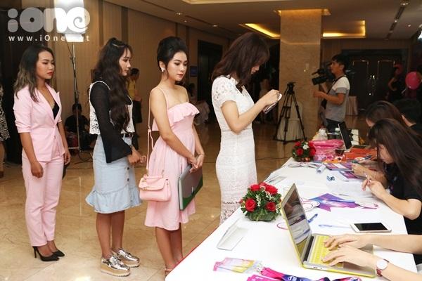 thi-sinh-miss-teen-2017-mien-nam-dua-nhau-khoe-sac-voc-kho-long-roi-mat-3