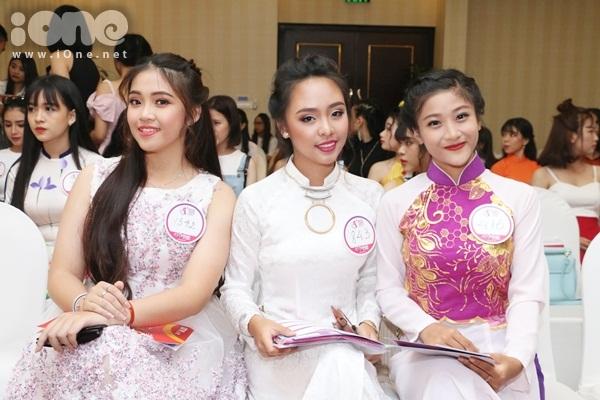 thi-sinh-miss-teen-2017-mien-nam-dua-nhau-khoe-sac-voc-kho-long-roi-mat-2