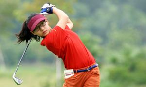 Golf thủ 14 tuổi chân dài, mặt xinh trẻ nhất đoàn Việt Nam tại SEA Games 29