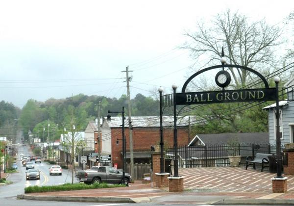 Thị trấn Ball Ground - bối cảnh của Barry Seal: Lách luật kiểu Mỹ