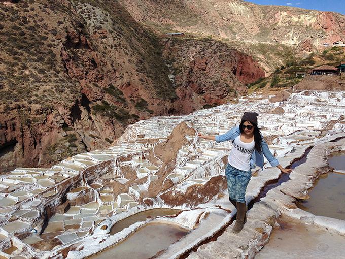 <p> Cánh đồng muối Maras có hình dạng rất độc đáo. Vì nằm trên những sườn núi dốc nên hơn 3.000 hồ muối được xếp trên cánh đồng như những bậc thang tạo nên quang cảnh ngoạn mục. Đây là lý do nhiều người trẻ, nhất là phương Tây thường bảo nhau đến đây để khám phá và chụp những tấm hình đẹp để khoe với... thế giới.</p>