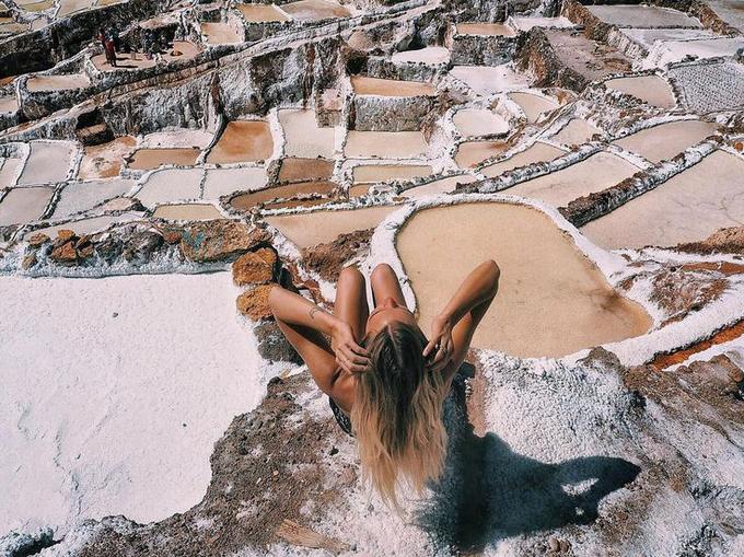 <p> Nhiều cô gái đã đến đây ghi lại khoảnh khắc tuyệt đẹp của cánh đồng muối và nhận được hàng trăm, hàng ngàn lượt like trên trang cá nhân.</p>