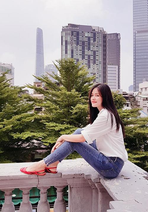 sao-viet-15-8-huong-giang-mat-la-lam-ky-duyen-mac-ao-khong-hut-thuoc-8