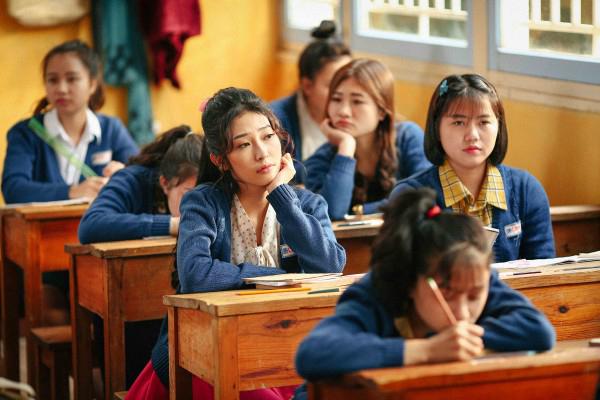 Sunny bản Việt gây hoang mang vì đồng phục nữ sinh cực đẹp mắt trong bối cảnh Việt Nam nhiều chục năm về trước.