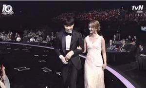 Hành động phũ phàng của Hyeri khi sánh đôi cùng bạn trai Ryu Jun Yeol