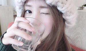 Nếu thấy việc uống nước hàng ngày thật khó, bạn chỉ cần theo 'thời khóa biểu' này