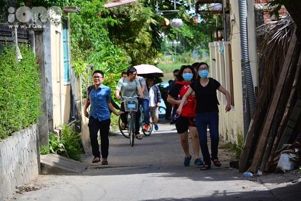 twice-cheo-thuyen-tha-hoa-dang-khien-fan-hoi-an-nao-loan-10