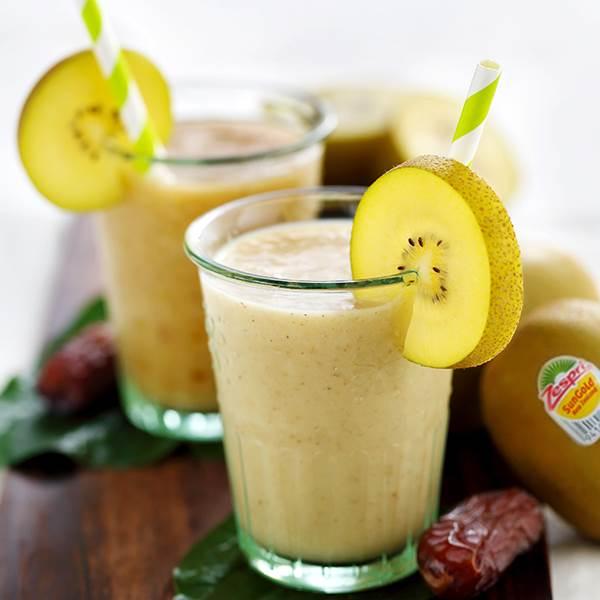 Ngoài ra, sinh tố kiwi cũng là món khoái khẩu có thể làm trong tích tắc đấy!