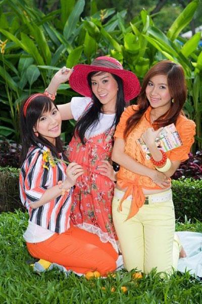 thoi-trang-cua-8x-9x-nam-2000-qua-3-girlgroup-dinh-dam-nhat-mot-thoi-3