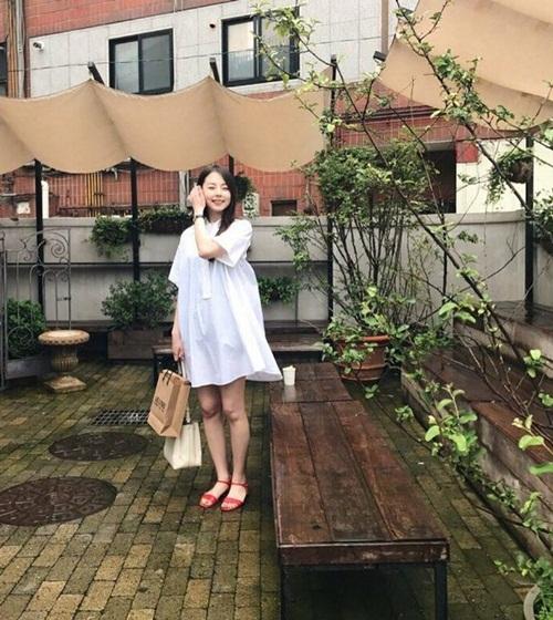 sao-han-24-8-irene-ve-mat-meo-cute-hani-bi-dim-hang-boi-make-up-5