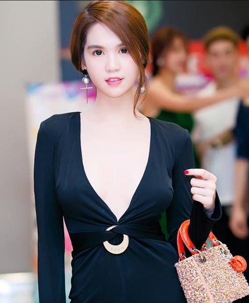 ngoc-trinh-khong-ngai-dien-vay-co-sau-hoam-1