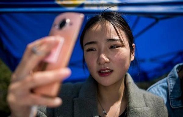 truong-hoc-trung-quoc-no-ro-chuyen-nganh-dao-tao-ngoi-sao-tren-internet