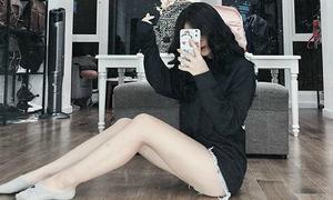 Linh Ka pose ảnh khoe chân dài như siêu mẫu dù cao 1m56