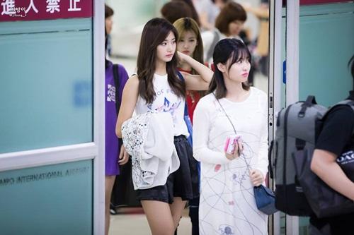 3-girl-group-dinh-dam-nhat-kpop-khoe-style-ca-tinh-o-san-bay-1