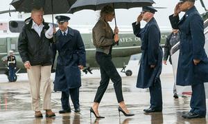Phu nhân Trump bị chỉ trích vì đi giày 13cm thăm vùng siêu bão Harvey