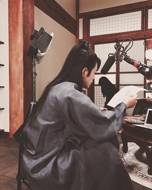 sao-han-31-8-hyun-ah-makeup-xinh-nhu-mong-sulli-mat-hoc-hac-kem-tuoi-2