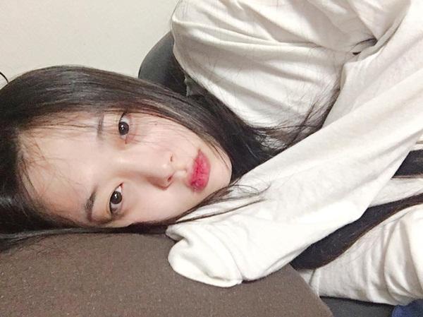 sao-han-31-8-hyun-ah-makeup-xinh-nhu-mong-sulli-mat-hoc-hac-kem-tuoi-1
