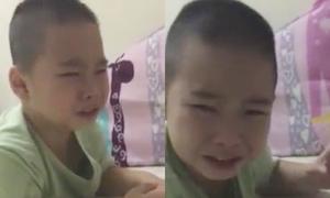Cậu bé khóc không ngưng vì thương Phan Quân 'Người phán xử' bị bắt