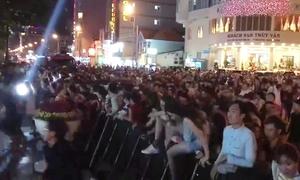 Hàng trăm bạn trẻ vượt rào, dẫm đạp xe hơi xem EDM miễn phí ở Vũng Tàu