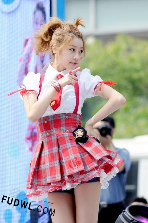 nhung-chiec-vay-khong-the-ngan-hon-cua-idol-nu-kpop-5