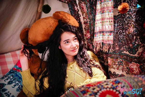 nha-phuong-lot-xac-180-do-voi-vay-ao-du-muc-trong-phim-yeu-di-dung-so-9
