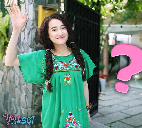 nha-phuong-lot-xac-180-do-voi-vay-ao-du-muc-trong-phim-yeu-di-dung-so-5