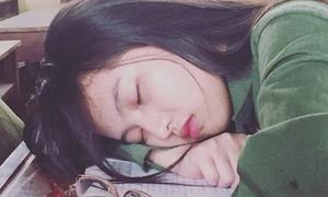 Những cô gái bất ngờ nổi tiếng nhờ ảnh ngủ gật xinh mất phần người khác