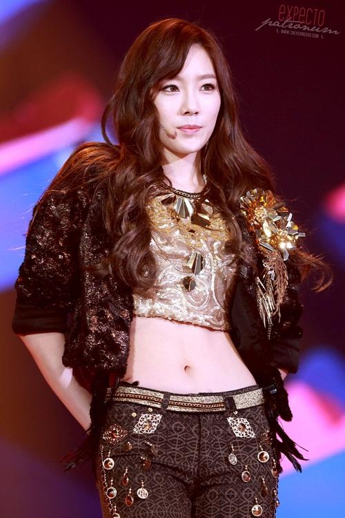 nhung-lan-tae-yeon-khoe-eo-thon-co-bung-so-11-dang-ghen-ty-9