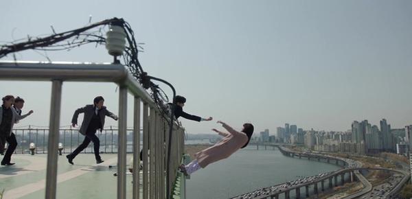 dong-phim-moi-voi-suzy-lee-jong-suk-khong-thoat-do-mau-nhay-lau-3