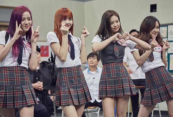 dan-idol-han-so-do-tuoi-xinh-voi-dong-phuc-trong-show-thuc-te-hot-3
