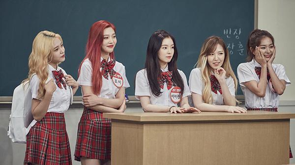 dan-idol-han-so-do-tuoi-xinh-voi-dong-phuc-trong-show-thuc-te-hot-2