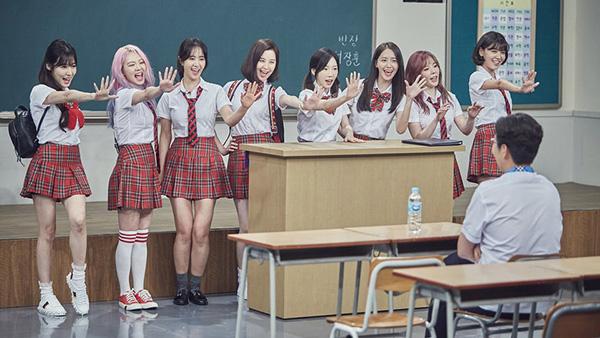 dan-idol-han-so-do-tuoi-xinh-voi-dong-phuc-trong-show-thuc-te-hot-1