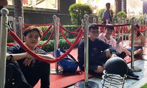Giới trẻ Sài thành xếp hàng xuyên đêm chờ khai trương H&M