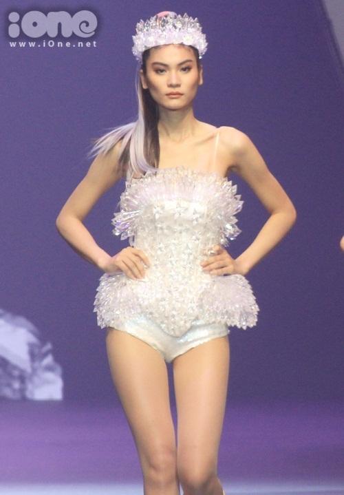 kim-dung-top-model-toi-khong-phai-la-doi-thu-cua-thuy-duong-tren-mang-xa-hoi